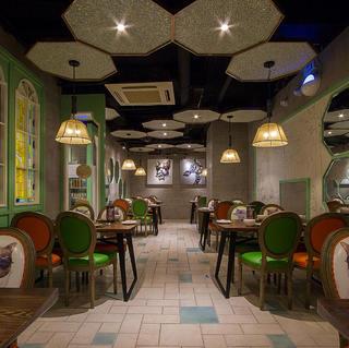 怀旧气息餐厅装修 幻彩光影