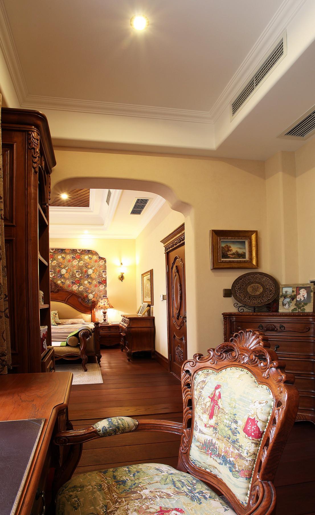 美式别墅装修书桌椅图片