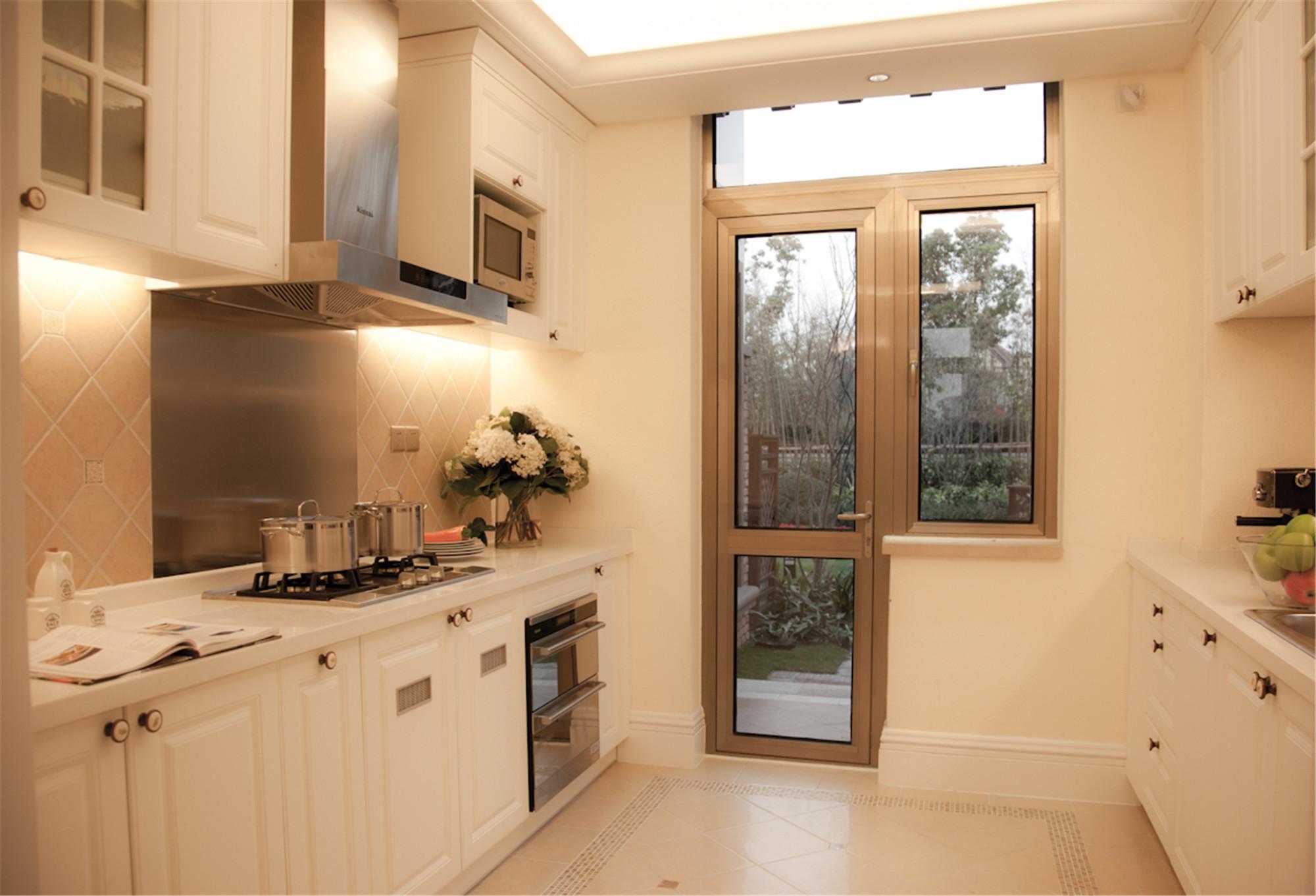 美式风别墅装修厨房设计图