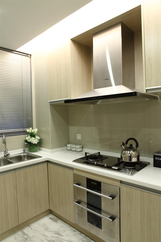 现代三居装修厨房搭配图