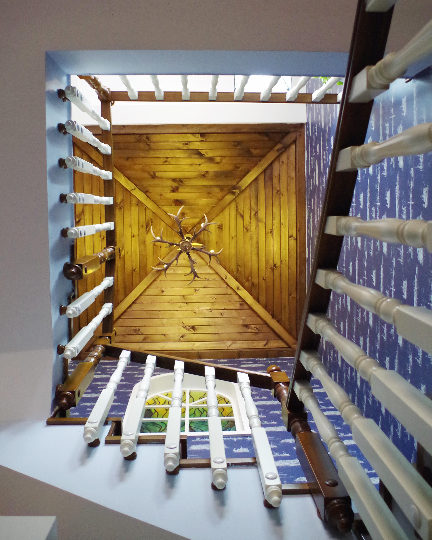 160平美式风格家楼梯间吊顶
