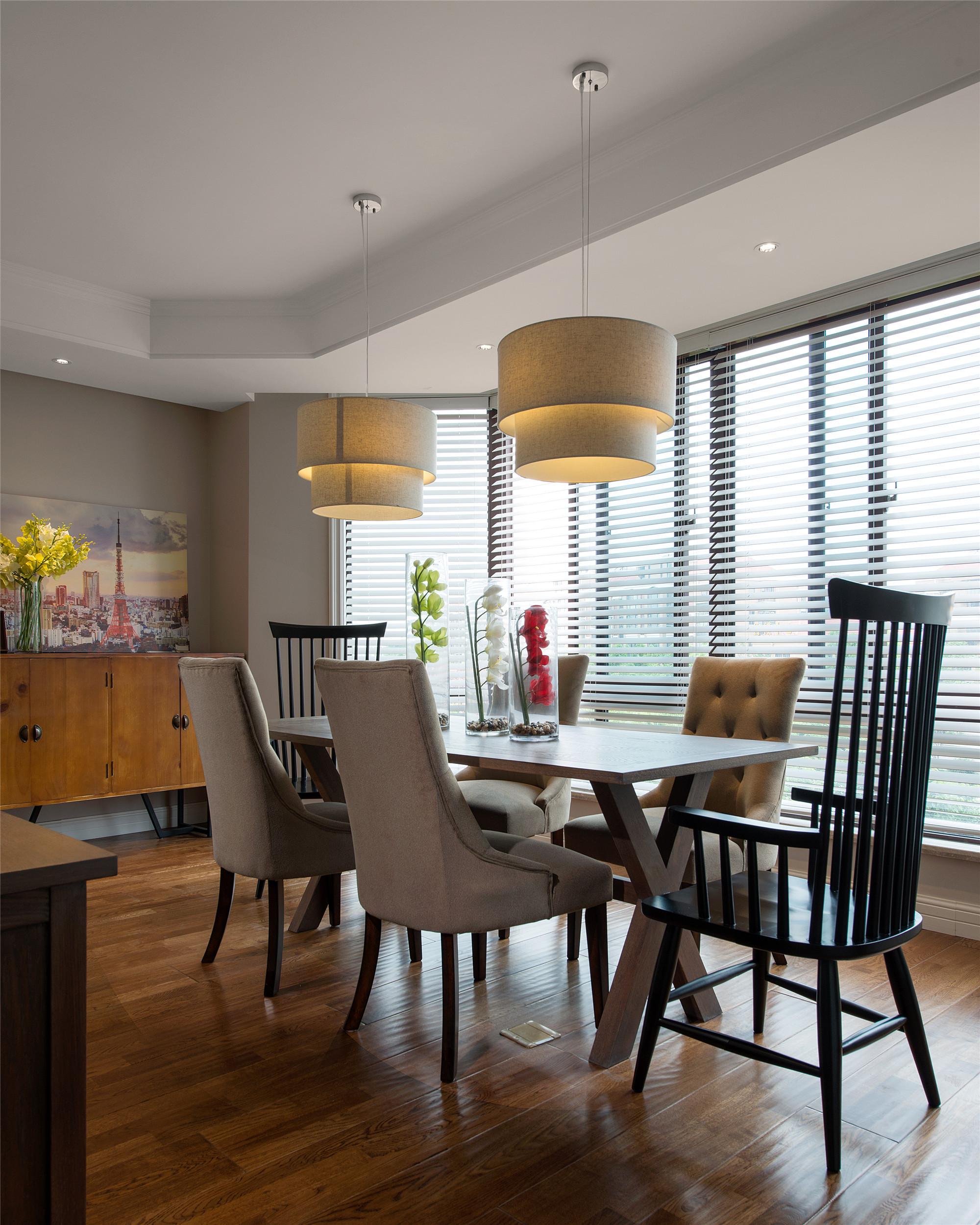 190平美式四居室装修餐厅布置图