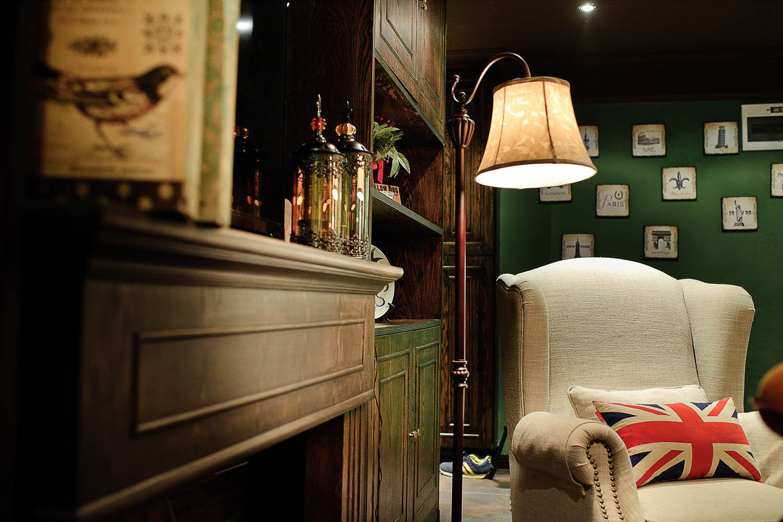 英式复古两居装修客厅一角