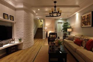 125平复式美式三居装修客厅吊顶