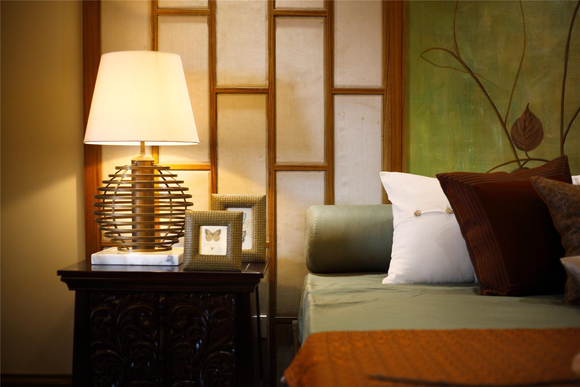 东南亚风格三居装修卧室细节图
