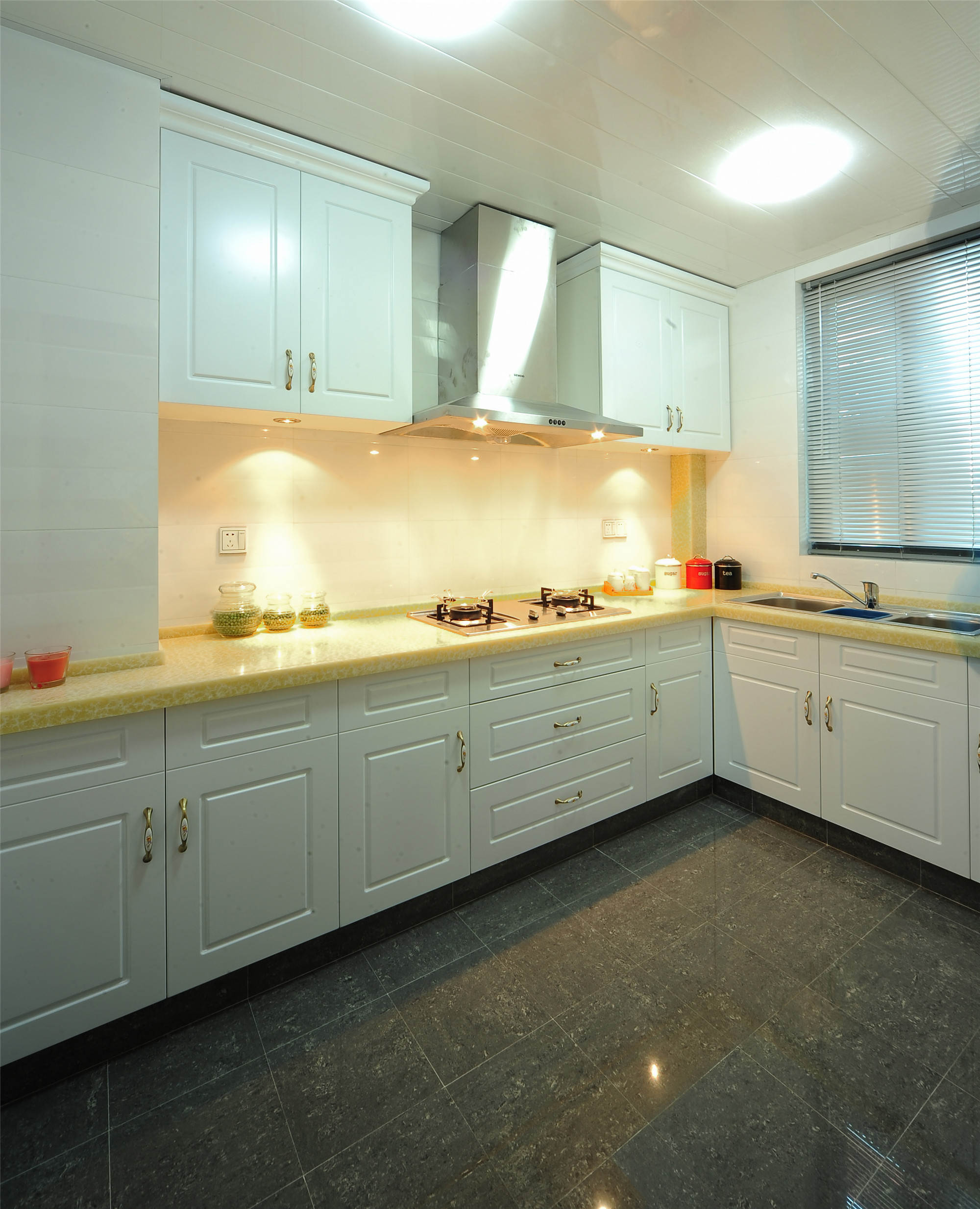 140平新古典风格装修厨房设计图