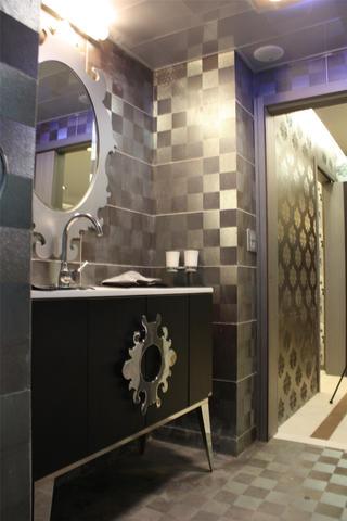 混搭二居装修浴室柜设计