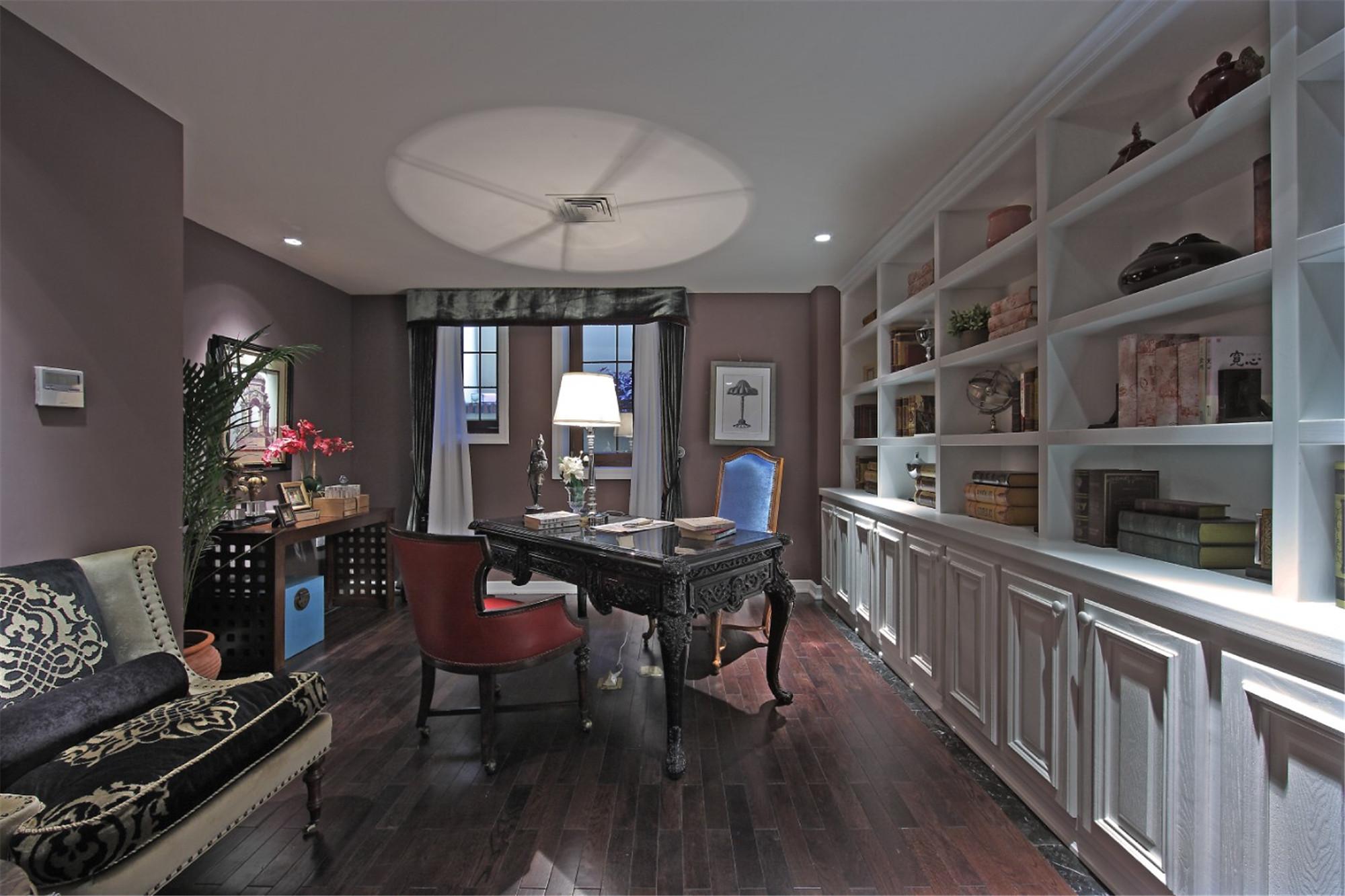 尊贵奢华欧式别墅装修书房设计图