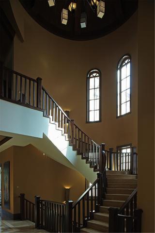 欧式别墅装修楼梯间设计