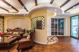 美式风格四居装修沙发背景墙设计