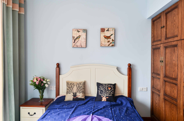 美式三居室卧室背景墙图片