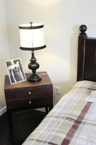简约二居之家床头柜图片