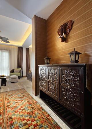 东南亚风格三居装修玄关柜图片