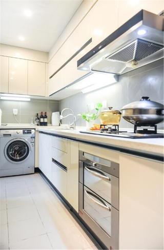 现代简约装修厨房设计图