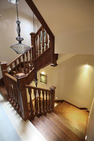新中式别墅装修楼梯间设计