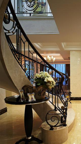 新古典跃层别墅装修楼梯间小景