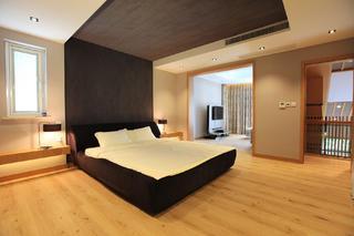 大户型简约风卧室设计图