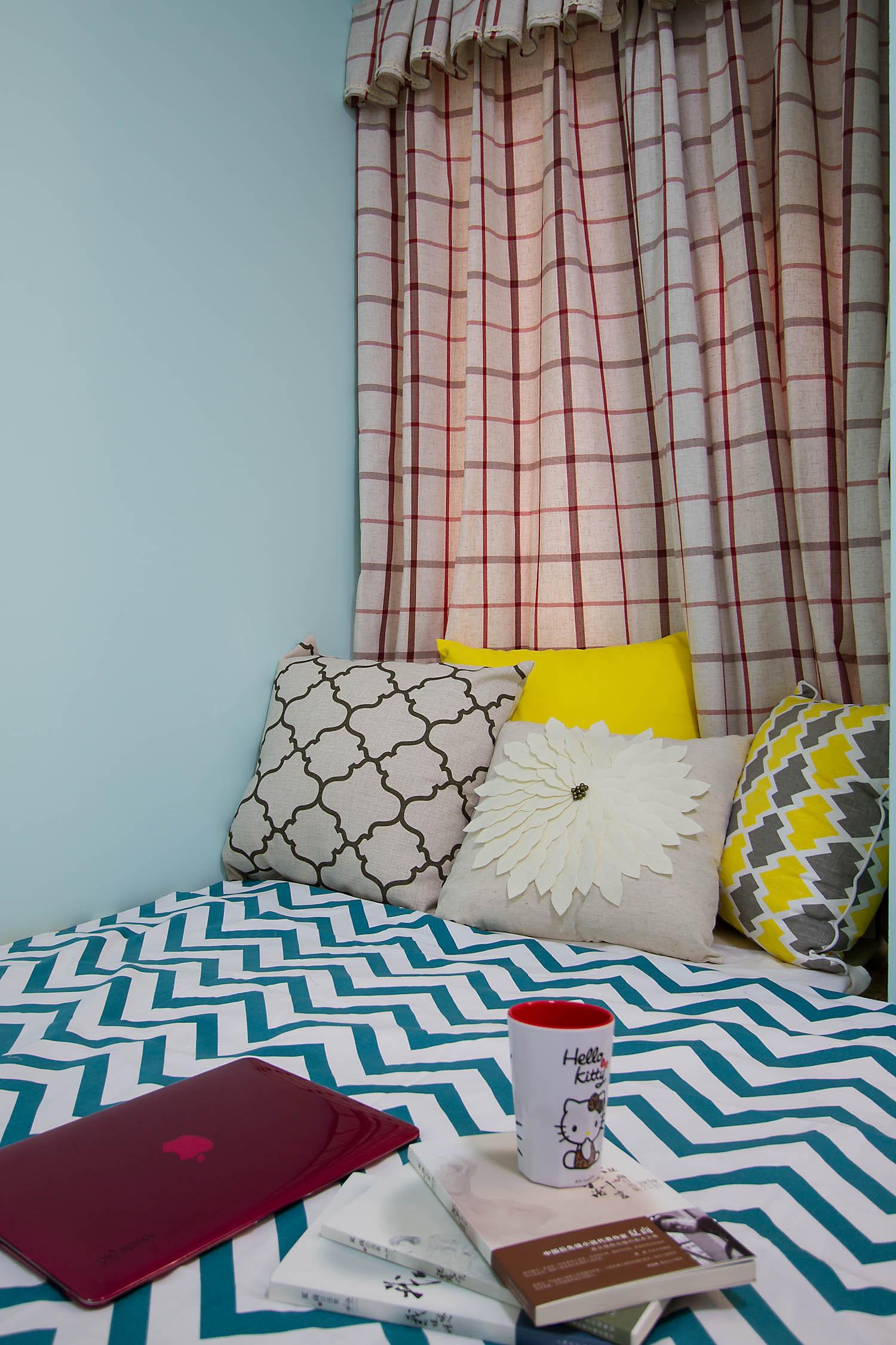 现代简美三居之家床品图片