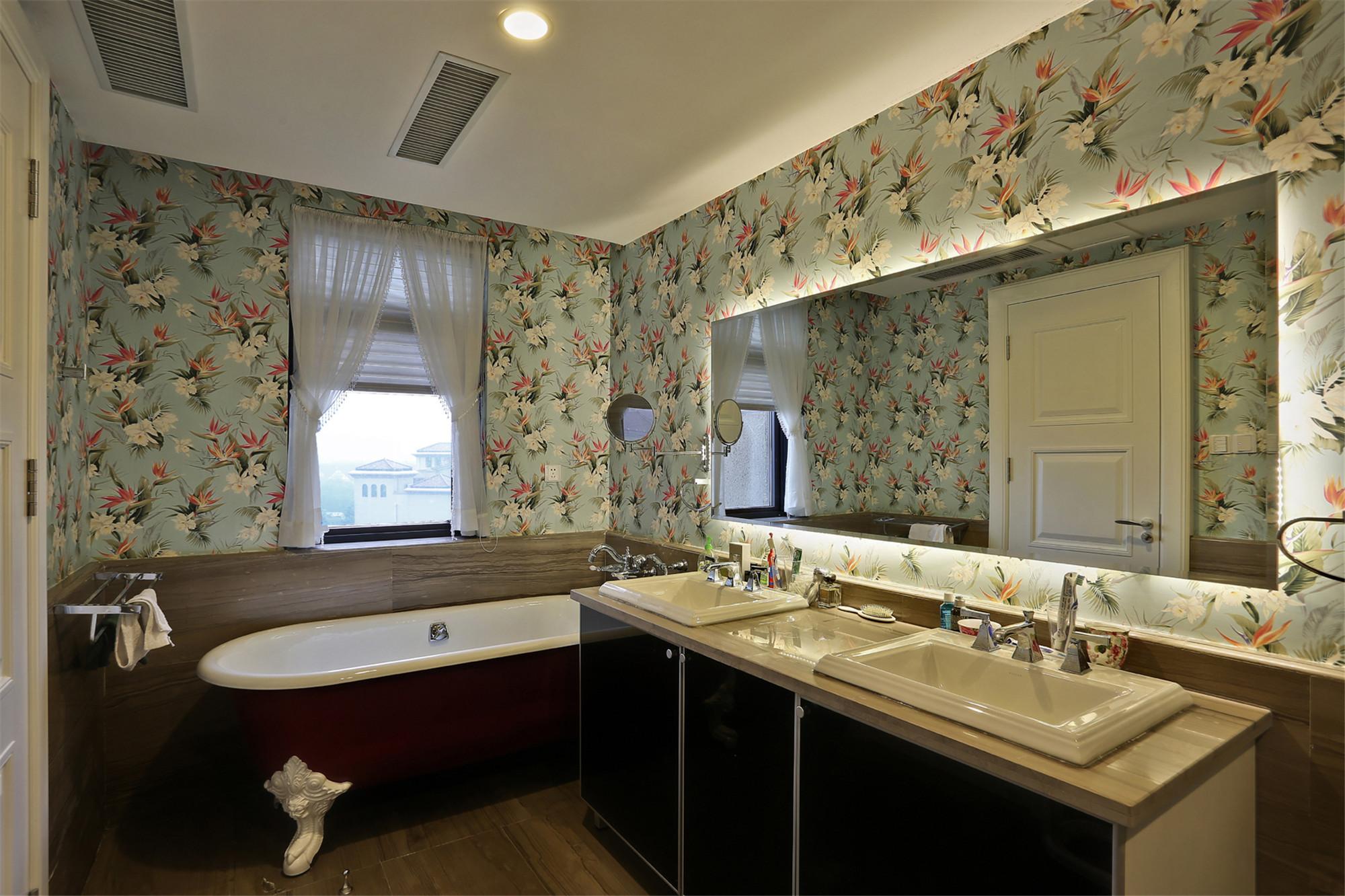 现代简约别墅卫生间搭配图