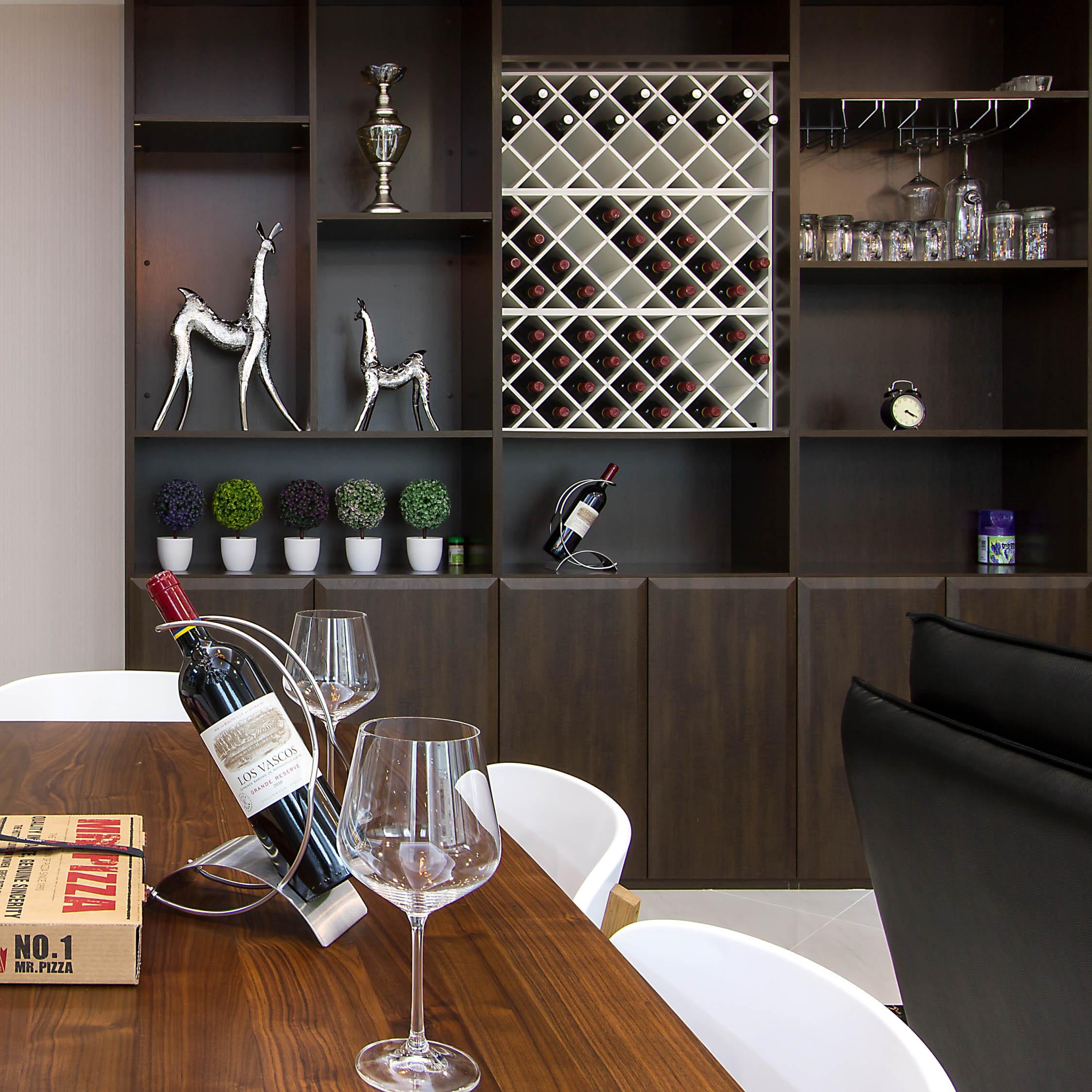 140平现代休闲风装修酒柜设计