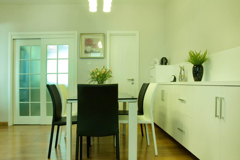 现代简约风格三居餐桌椅图片