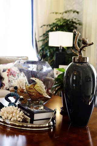 大户型时尚现代风装修茶几摆件