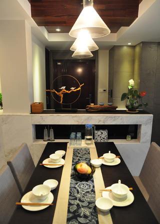 现代风格三居室装修餐桌图片