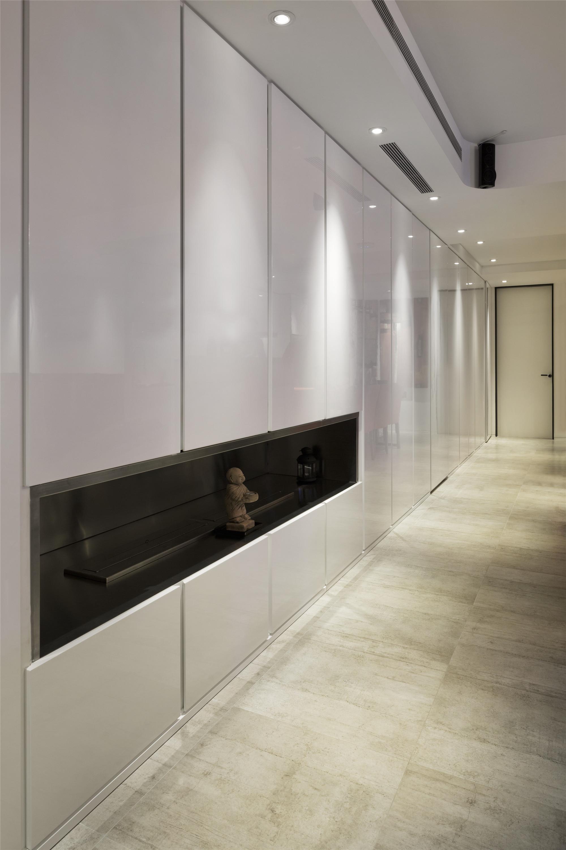 180平高级公寓装修储藏柜图片