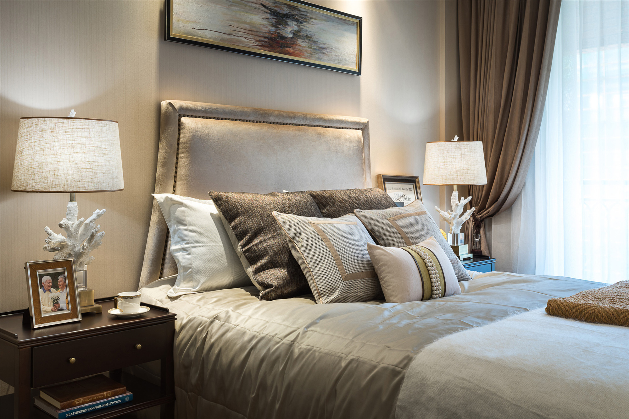 现代简约三居床品图片