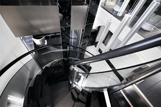 180平现代简约装修楼梯设计