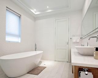 简约风三居装修浴缸图片