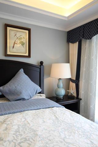 170平美式风格装修卧室一角