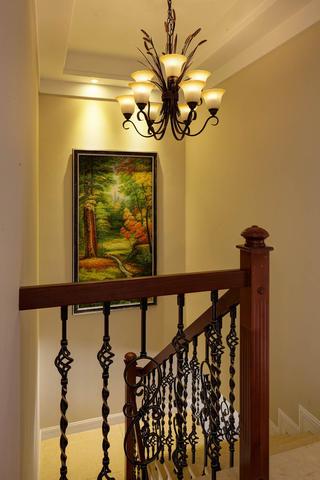 美式风格别墅楼梯间设计