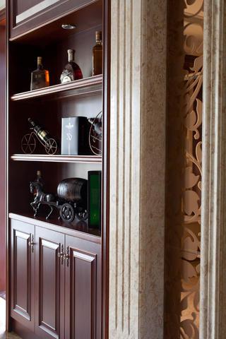 170平欧式风装修酒柜图片