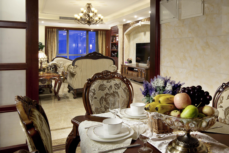 170平欧式风装修餐桌摆件