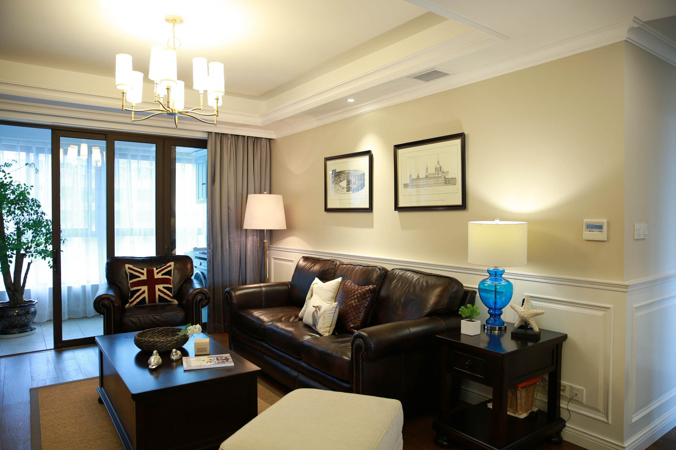 美式风格四居沙发背景墙图片