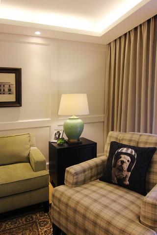 110平三居室装修沙发一角