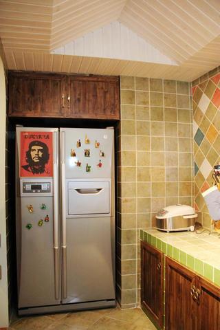 90平乡村风格家厨房吊顶设计
