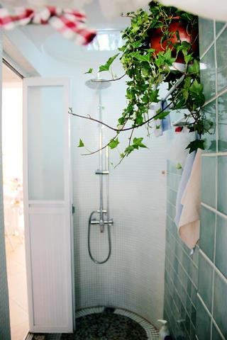 小户型混搭装修淋浴房图片