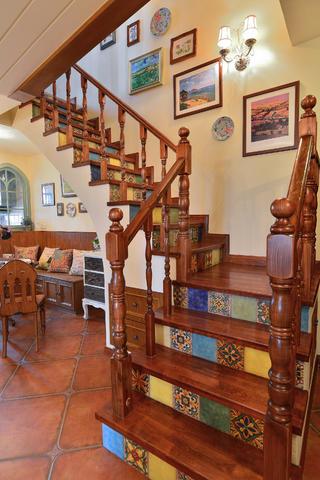 复式乡村田园家楼梯设计