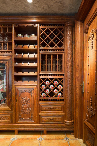大户型中式风格装修酒柜细节