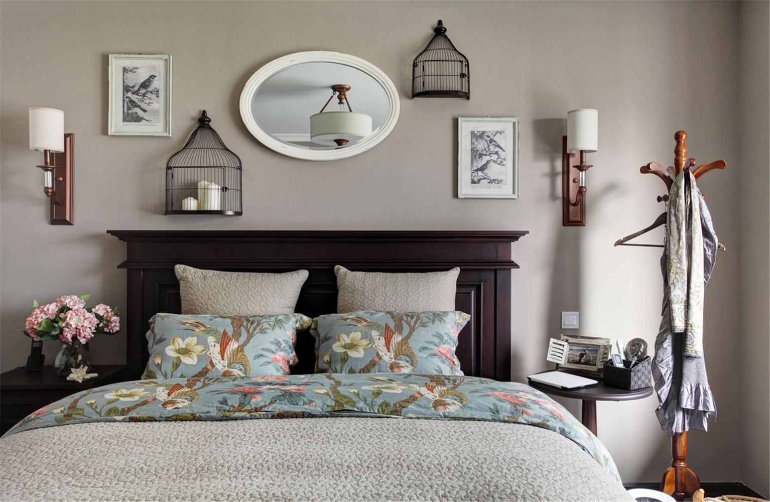 美式风格三居室装修床头背景墙设计