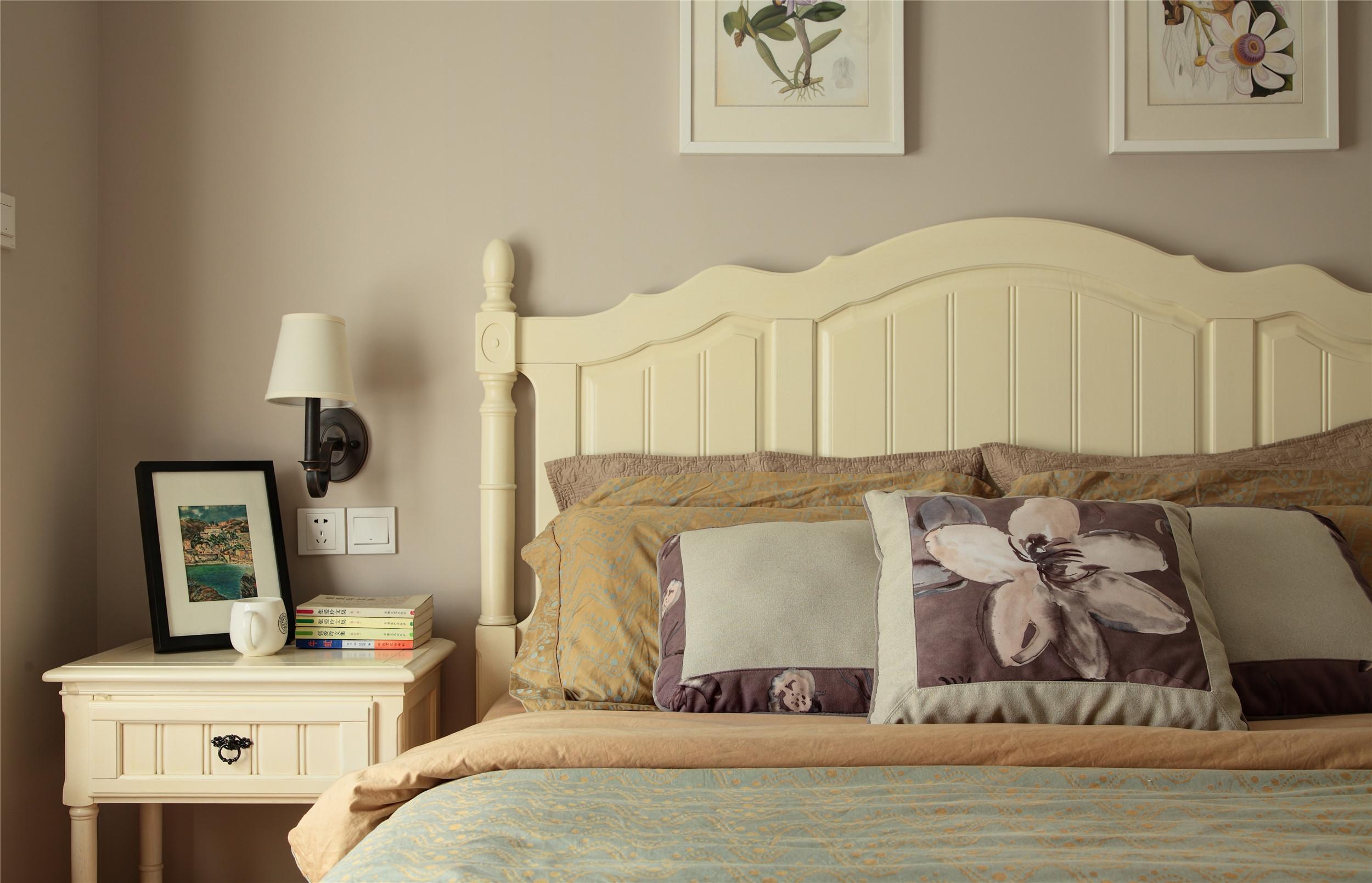 美式风格三居设计床头一角