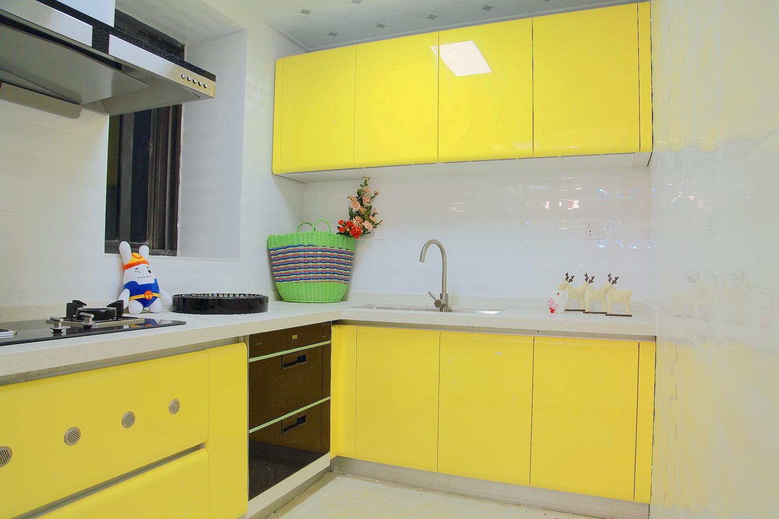 90平简约风格家厨房设计图