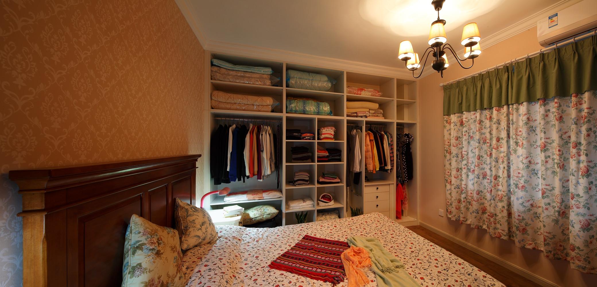 67平简约美式二居装修衣柜图片
