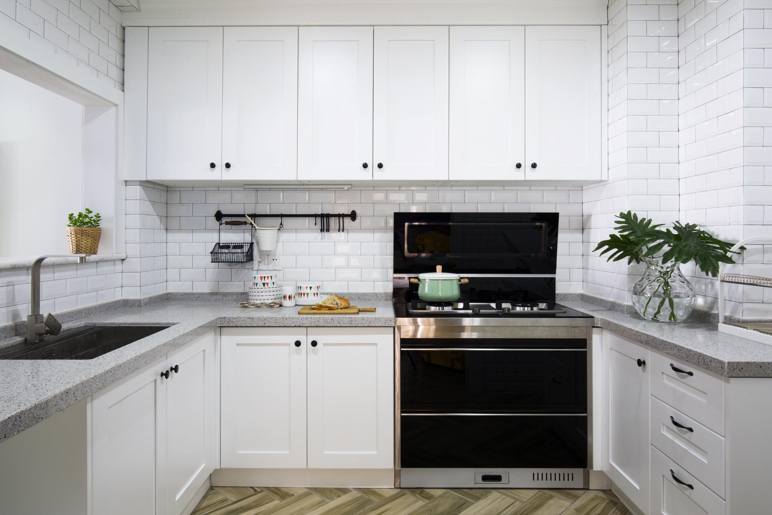 110平三居装修厨房效果图