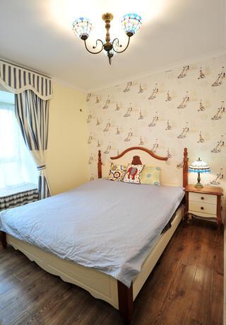 地中海风格二居卧室搭配图