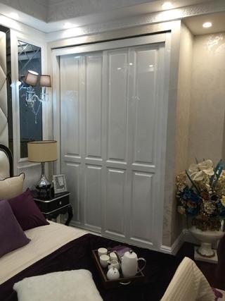 80平新古典样板房装修衣柜图片
