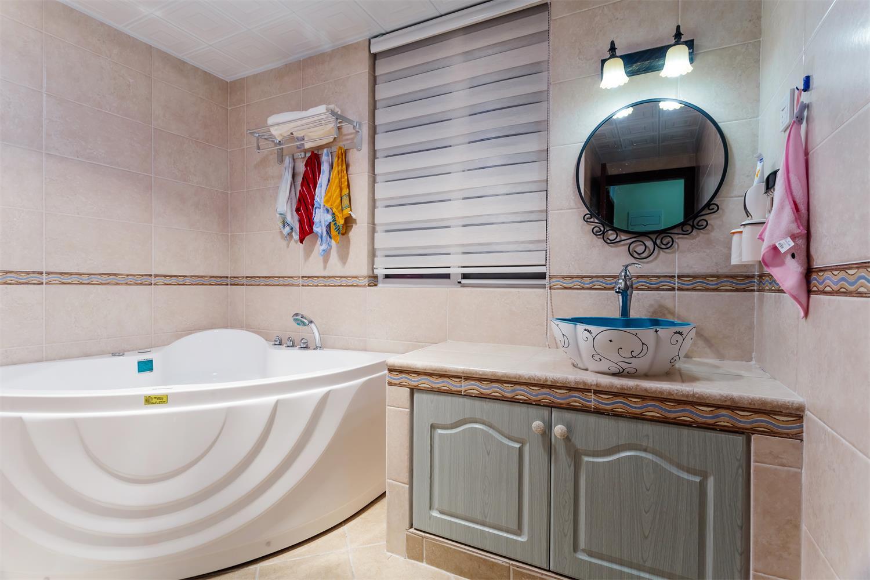 三居室美式之家卫生间搭配图