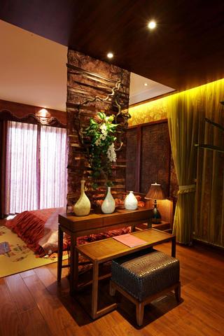 东南亚风格二居卧室隔断